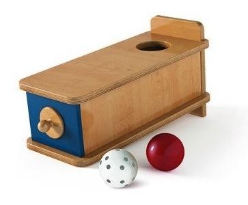 boite-a-formes-avec-tiroir-et-petites-boules