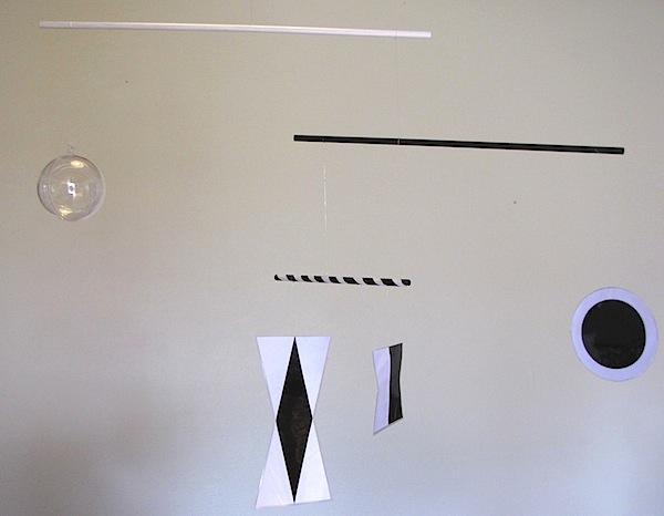 mobile de munari le coin montessori. Black Bedroom Furniture Sets. Home Design Ideas